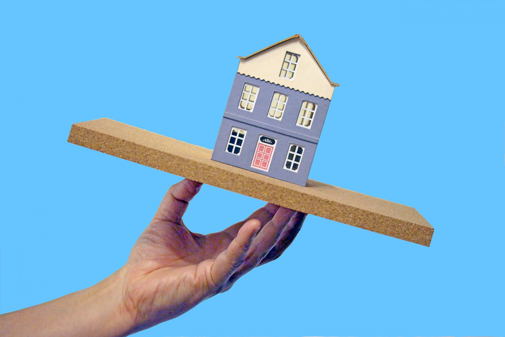 地震と家のイメージ